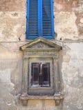 Otturatori di legno, terra di Siena fotografie stock