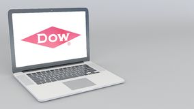 Otwarcia i przymknięcia laptop z Dow Chemical firmy logem 4K artykułu wstępnego animacja royalty ilustracja