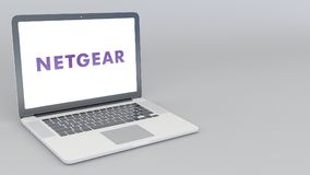 Otwarcia i przymknięcia laptop z Netgear logem 4K 3D redakcyjny rendering Obrazy Stock