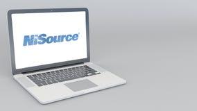 Otwarcia i przymknięcia laptop z Nisource logem 4K 3D redakcyjny rendering Obrazy Stock