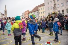 Otwarcie Wielkanocna fontanna w Neuöetting fotografia royalty free