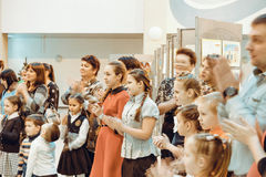 Otwarcie wystawa dziecka ` s rysunki Zdjęcie Stock