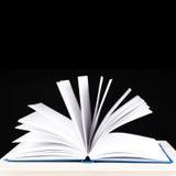 otwarta czarny tło książka Fotografia Royalty Free