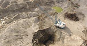 Otwarta kopalnictwo jama i Ogromny Górniczy wyposażenie zbiory