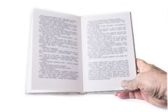 Otwarta książka z jeden ręką na bielu zdjęcie royalty free
