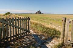 otwarta śródpolna francuska brama Zdjęcia Royalty Free