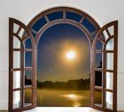 Otwarte drzwi ćwiartka zdjęcie royalty free