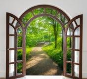 Otwarte drzwi drabina zdjęcie stock
