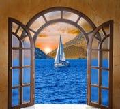 Otwarte drzwi i zima las Zdjęcie Stock