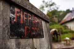Otwarte drzwi w blacksmith podwórze obrazy royalty free