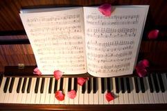otwarte na pianinie muzyki Zdjęcie Royalty Free