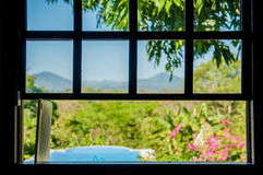 Otwarte okno pływackiego basenu widok fotografia stock