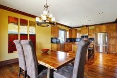 otwarte plan piętra Łomotać i kuchenny izbowy wnętrze Zdjęcie Stock