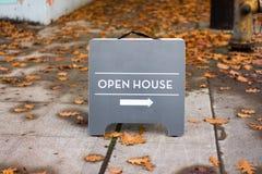 Otwartego domu pośrednika handlu nieruchomościami znak Fotografia Royalty Free