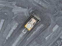 Otwartej jamy kopalnia, trakenu sortować Górniczy węgiel Buldożerów rodzajów węgiel Ekstraktowy przemysł, antracyt Węglowy przemy obraz stock