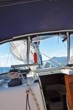 Otwarty żagiel jacht na niebieskiego nieba tle Fotografia Stock