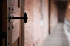 otwarty antyczny drzwi zdjęcie stock
