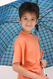 otwarty chłopiec parasol Obrazy Stock
