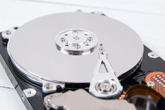 Otwarty komputerowy dysk twardy przejażdżki HDD zbliżenie Obrazy Royalty Free