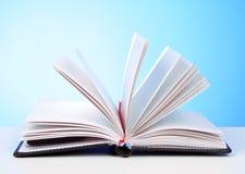 otwarty książka biel zdjęcia stock
