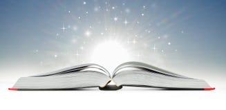 Otwarty książkowy emituje iskrzasty światło Zdjęcia Royalty Free