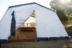 Otwarty wielki campingowy namiot Fotografia Royalty Free