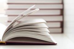 otwierać książkowe książki Zdjęcia Royalty Free
