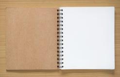 Otwiera ślimakowatego notatnika Zdjęcia Stock