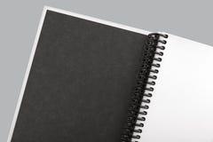 Otwiera białego papieru notatnika zakończenie up Fotografia Stock