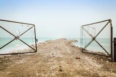 Otwiera bramę prowadzi Nieżywy morze Zdjęcie Stock