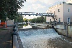 Otwiera bramę na rzece w lecie Obrazy Royalty Free