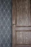 Otwiera brown drzwi Zdjęcia Stock