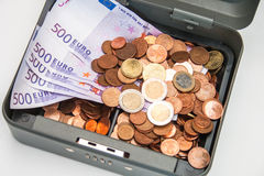 Otwiera cashbox z pieniądze Obrazy Stock