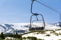 Otwiera dźwignięcie w zimy górze w Bułgaria, Rila góra obrazy stock