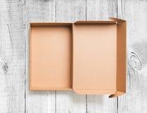 Otwiera kartonu odgórnego widok na drewnianym tle Zdjęcie Royalty Free