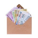 Otwiera kopertę z euro banknotami Zdjęcia Royalty Free