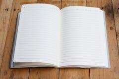 Otwiera notatnika z pustymi stronami Fotografia Royalty Free
