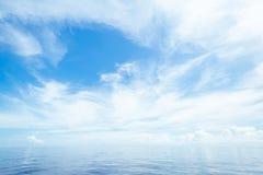 Otwiera ocean i chmurnego niebo Obraz Stock