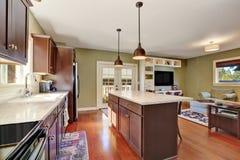 Otwiera planu kuchennego wnętrze z Głębokim - brown składowa kombinacja Obraz Royalty Free