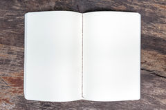 Otwiera pustą nutową książkę Fotografia Stock