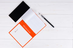 Otwiera pustą stronę dzienniczek z piórem dla robić spotkaniom Obrazy Stock