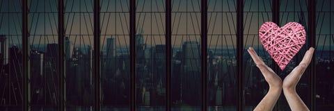 otwiera ręki i serce miasta okno Zdjęcie Stock
