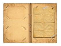 Otwiera rocznika photoalbum dla fotografii Obrazy Stock