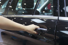 Otwierać samochodowego drzwi Obraz Stock