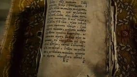 Otwiera strony biblia zdjęcie wideo