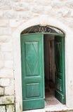 Otwiera Zielonego drzwi w Kotor Obraz Stock
