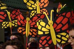 Otwierający paradę - papierowi motyle fotografia stock