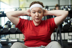 Otyły kobiety pocenie W Gym Gubić ciężar zdjęcia royalty free