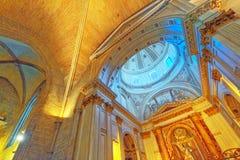 """Ou的做法的里面大城市Cathedral†""""大教堂 免版税库存图片"""
