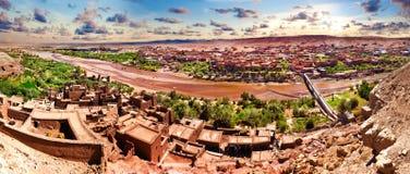 Ouarzazate De reizen en de architectuur van Marokko Dorp en rivier Royalty-vrije Stock Afbeelding